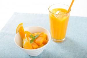 すっきりとしたマンゴーの甘みをジュースで、パフェで