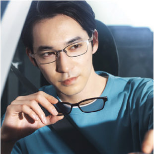 メガネとサングラスの機能を備えた2WAYグラスに新モデルが登場